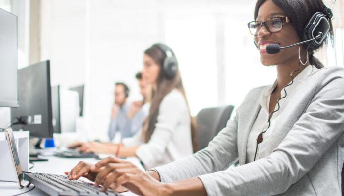 Friendly,Female,Helpline,Operator,With,Headphones,In,Office.,Agent,Customer
